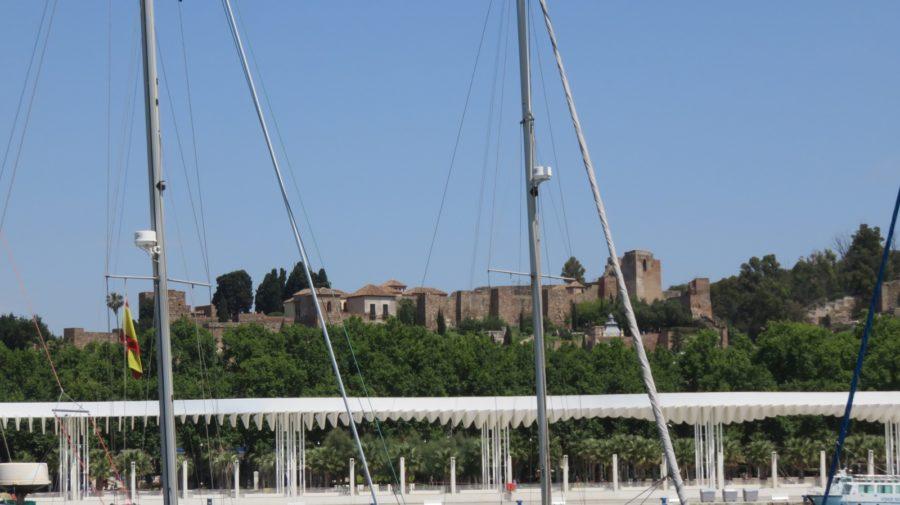 L'Alcazaba vue du port de plaisance de Malaga
