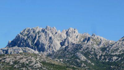 les montagnes entre Korenica et Zadar
