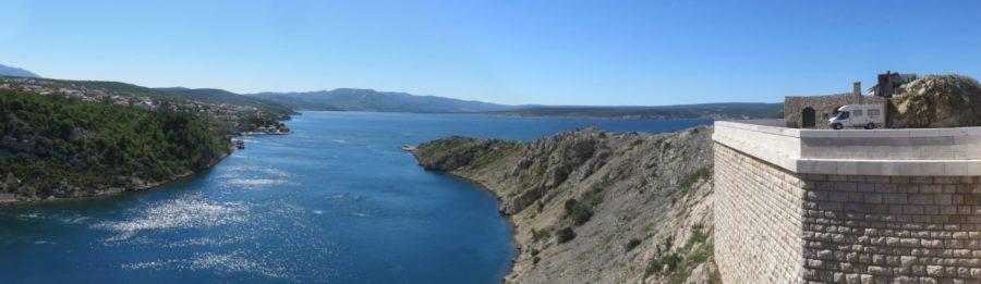 Vue sur le golfe de Novigrad depuis le pont de Maslenica (Zadar)