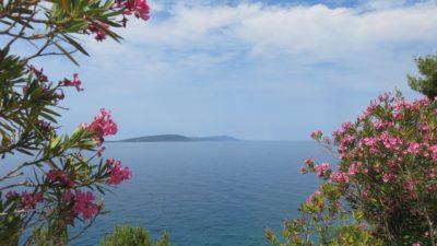Vue sur la mer  et l'île de Hvar depuis Drvenik - Croatie